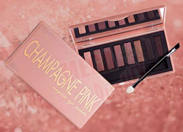 Mistine CHAMPAGNE PINK Complete Eye Palette 8 Shades Colors Texture Smooth 6.5g