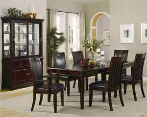 beautiful 5 piece dining table and chair set - Kitchen Tables Edmonton