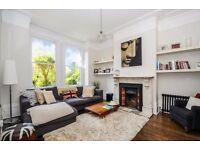***AN IMMACULATE 2 BEDROOM 2 BATHROOM GARDEN FLAT WITH PERIOD FEATURES THROUGHOUT - A MUST SEE***
