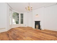 5 bedroom house in Sunny Gardens Road, Hendon