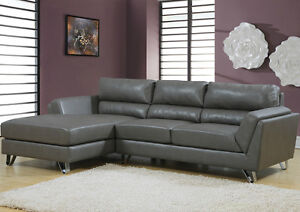 Nouveau Sofa sectionnel en  cuir recyclé Neuf dans ca boite