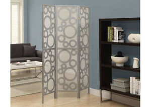 PARAVENT OR FOALDING PANNEL IN WHITE OR SILVER COLOR