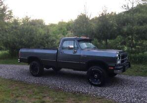 1991 Dodge 3/4. 12valve. First Gen. stick! LE power interior!