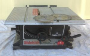 Delta table saw with blades