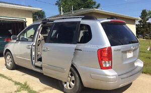 2007 Hyundai Entourage Minivan, Van