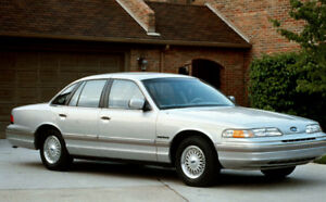92' FORD CROWN VICTORIA FOR SALE ONLY 91 000Km