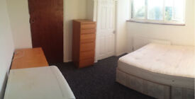 Rooms for rent in modern clean friendly house in Harlow near Lidl, off-street parking, own fridge in