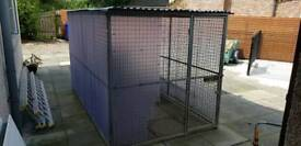 Dog run (10 x 6 approx) with roof