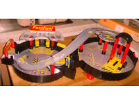 Auto City Park & Play Foldable Kids Wheel Car Garage Play set.