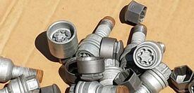 20 Genuine Audi wheel bolts Inc caps & 4 x locking wheel bolts