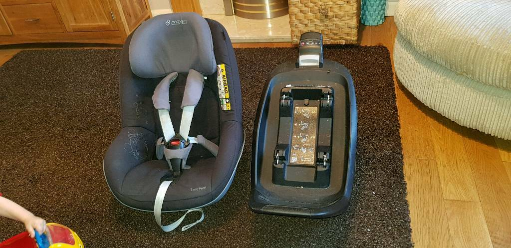 Maxi Cosi 2 Way Pearl (includes isofix base)