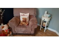 Lovely corner sofa and matching electric recliner chair