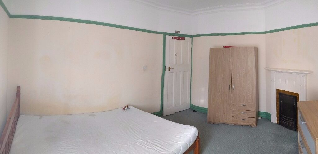 Double room available to let in Queens Road-5 minutes walk to Hendon Central Station, must be seen!