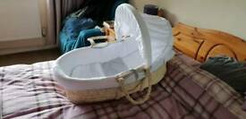 Moses basket with sheets and blankets