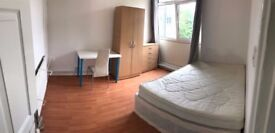 Amazing room, just out of STEPNEY GREEN station!
