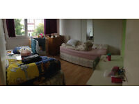 Nice twin room is avaialble now in a clean flat by the roehampton Library