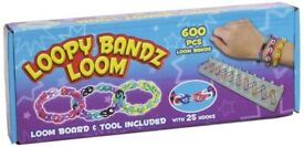 Loopy Loomz Loop Loom Deluxe Bracelet Set. 600pcs Loom Bands and 25 Hooks.