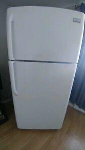 Poêle et réfrigérateur de la marque populaire Frigidaire!