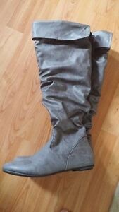 Like New Boots Size 7 London Ontario image 1