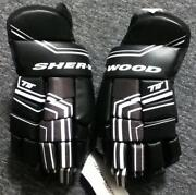 Hockey Gloves 15