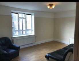 Spacious 3 Double Bedroom Flat within 2 minutes walk of Sydenham Hill Station,