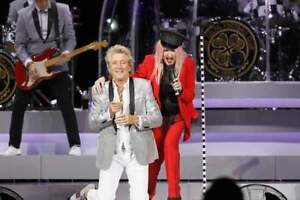 Deep cuts w/ ROD STEWART & CYNDI LAUPER in TO - floor seats