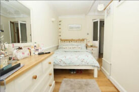 Double Room to rent in beautiful Victorian flat