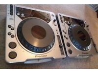 DJ Decks - Set of Pioneer CDJ-800 DJ Decks