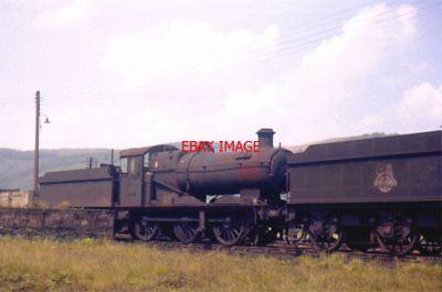 PHOTO  GWR 22XX AT  MACHYNLLETH JUN1964  AN EX GWR COLLETT GOODS 22XX CLASS 0-6-