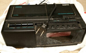 Sanyo clock radio with cassette player. Great condition. $5
