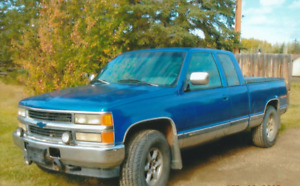 chev diesel 4x4 low km. super on fuel $3000. runs good