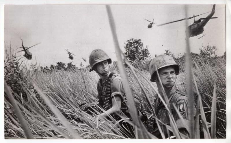 1960s 173rd Airborne Landing at LZ Vietnam 5.25x8.75 Original News Wirephoto