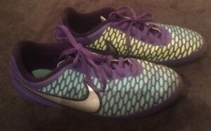 Nike girls soccer shoes - size