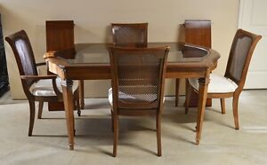 Solid Wood Dining Room Table With Four Chairs & Two Leaves