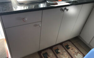 KITCHEN CABINETS FOR SALE!! (EXCELLENT CONDITION)