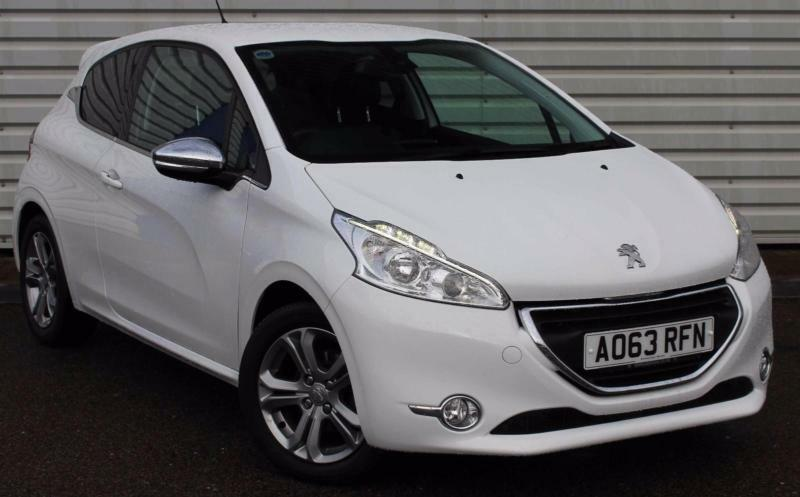 peugeot 208 allure manual 3 door white 2013 in woodbridge suffolk gumtree. Black Bedroom Furniture Sets. Home Design Ideas