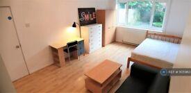 1 bedroom in Wanborough Drive, London, SW15 (#1105983)