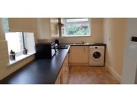 2 rooms to let in shared property, All bills included, large modern kicthen. Close to Uni.