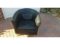 BEAUTIFUL BLACK LEATHER BUCKET CHAIR