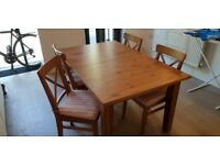 Dining table, x4 chairs w/ cushions