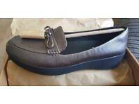 Fitflops brand new size 5 grey sneakerloafers
