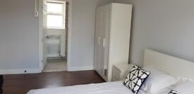 A Very Large Double room with en suite available now, inclusive of all bills £665pm!