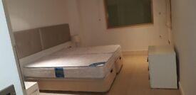 Dreamer! Available En-Suite Large Double Bed :))