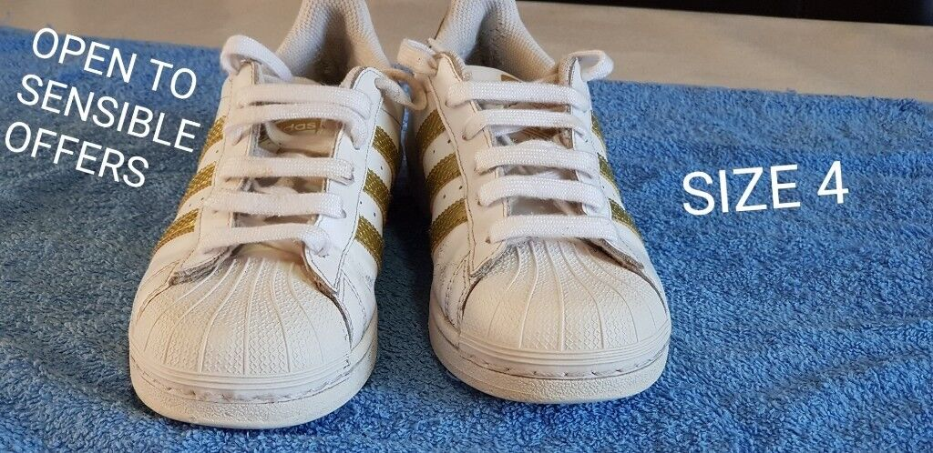 new style 3a82c 26b15 Adidas Superstar Size 4 Unisex Boys   girls Gold   White Foundation  Trainers Shoes