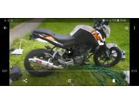 ktm duke 125 66 plate only 720miles from new stainless exhaust and small plate looks great
