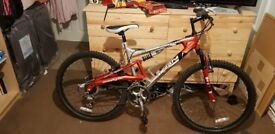 Unisex mountain bike bought brand new used once!!!