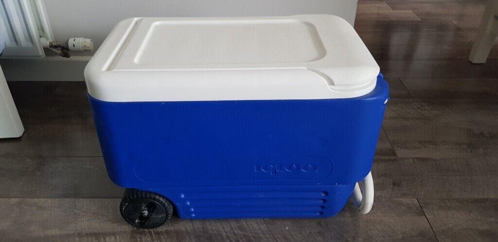 Igloo Wheelie Cool 36 Litre Drinks Cooler Cool Box Wheeled Fishing Camping