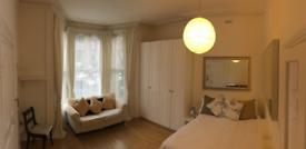 Studio flat in Alfred Road, London W3