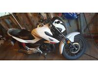 White honda 2017 cb125f motorbike