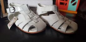 Couche tot designer kids white patent leather sandals Size 24 Brand new in box